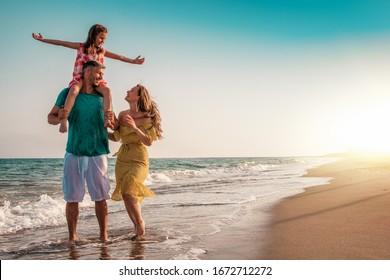 Sommerfamilienreisen zum Strand