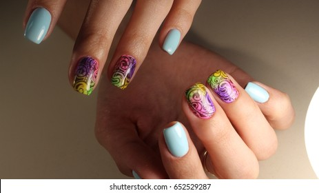 Summer manicure with flowers
