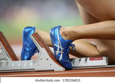 In the summer Olympics held in China in August 2008, athletes came to the start line before the start of the race. Close-up running shoes of the athletes attracted attention on the track.