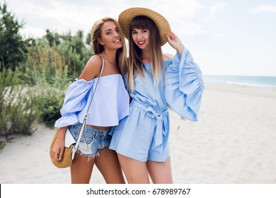 Summer outdoor portrait of two happy girls 511921c7825bc