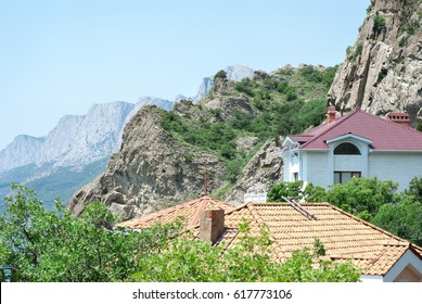 Summer residences in the ancient city of Kastropol in mountains