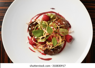 Summer salad with raspberries and veal liver