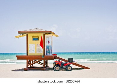 9425b703862 Summer scene with a colorful lifeguard house in Hollywood Beach