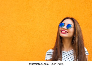 afbe612044017 Summer sunny lifestyle fashion portrait of young stylish hipster woman in  sunglasses