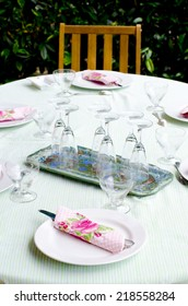 A summer table with rose napkins