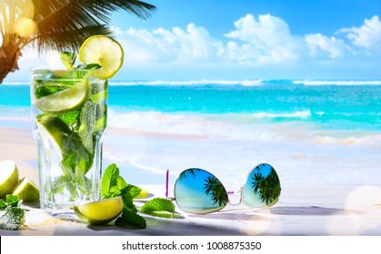 summer tropical beach wine bar; mojito cocktail drink