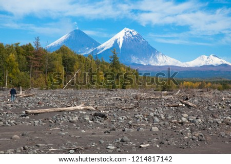 summits-two-volcanoes-against-background