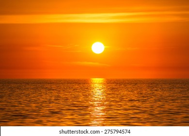 sun on the horizon come into contact with the sea