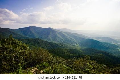 sun rays over shenandoah mountains