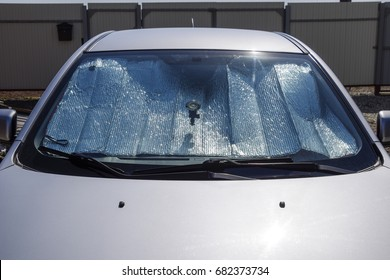 Sun Reflector windscreen. Protection of the car panel from direct sunlight.
