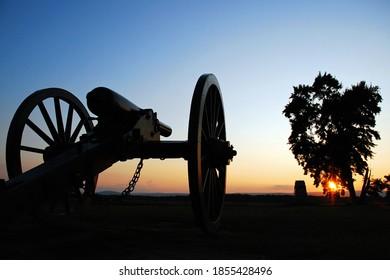 The sun sets on an American Civil War canon in Gettysburg National Battlefield