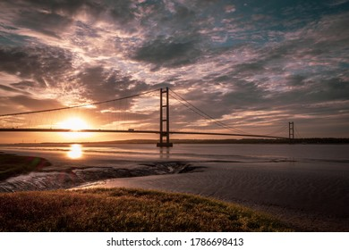 The Sun sets over the Humber Bridge, Yorkshire