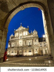 The sun is setting in Antwerp and the stars are clear. This beautiful square shows the new lights on the Borromeus church.
