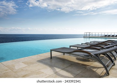 Sunbed's by an Infinity pool