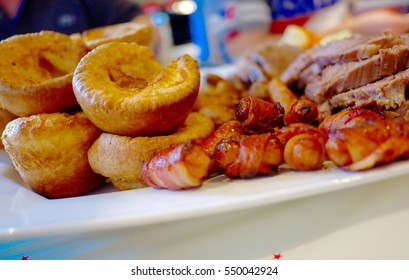 Sunday lunch, homemade roast beef, Christmas dinner for family, English Traditional, Christmas lunch ideas for party with friends