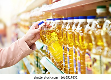 Sunflower oil in the store