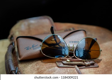 1141be74050b Sunglasses Ray ban Put on a brown leather bag. vintage style