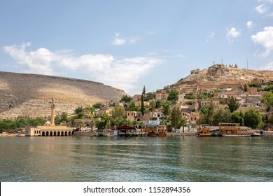 Sunken mosque and houses of the town Halfeti in Sanliurfa, Turkey. The town has remained under the water of a reservoir on the Euphrates.