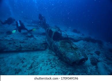 sunken plane diving, plane crash, incident, search under water, crash, divers