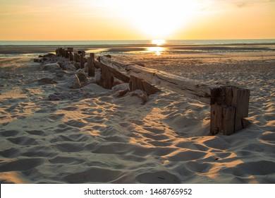 Bilder Stockfoton Och Vektorer Med Pale Beach Sand Shutterstock