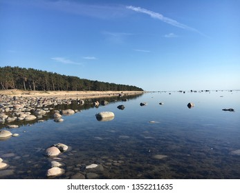 A sunny day at the sea, photos from the beach, very peaceful place, stones in the water, baltic sea, estonia, europe