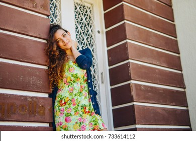 Sunny lifestyle, portrait of the young and elegant hipster woman, wearing trendy clothes, light jacket