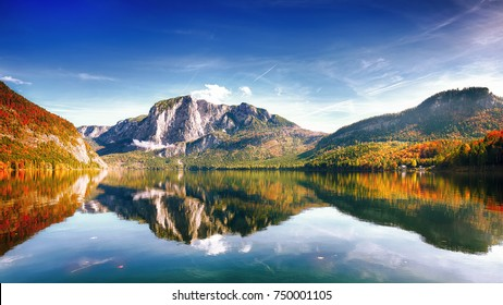 Sunny morning on the lake Altausseer See. Sunny autumn scene in the morning. Location: resort Altausseer see, Liezen District of Styria, Austria, Alps. Europe.