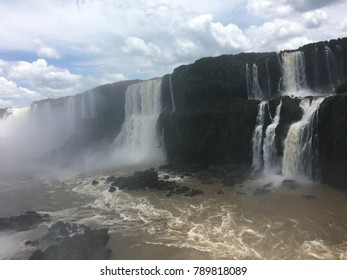 Sunny Iguaçu waterfall