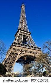 A sunny winter in Paris, Eiffel is the most popular place to see.