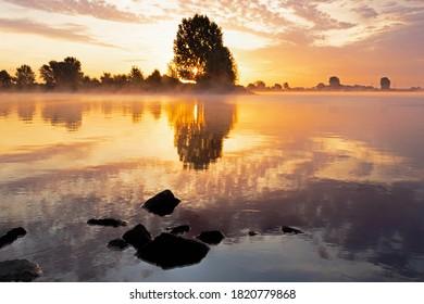 Sunrise above the river lek near the city of Utrecht and IJsselstijn!