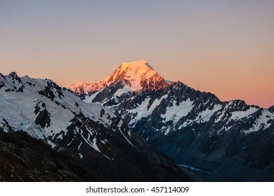 Sunrise in Aoraki/Mount Cook National Park