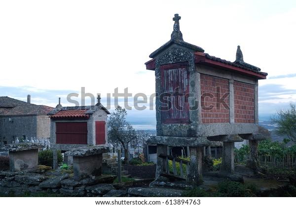 Sunrise Barn Horreos Santa Maria De Stock Photo Edit Now 613894763