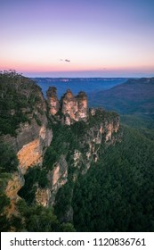Sunrise at Ecco Point - Three Sisters -Blue Mountains National Park, Katoomba, New South Wales, Australia.