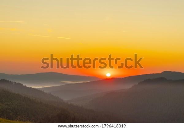 sunrise-highlands-fog-distance-600w-1796