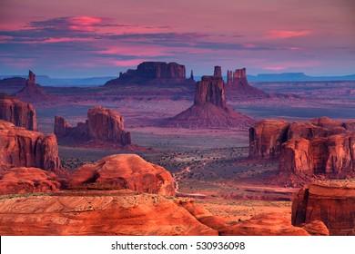 Sonnenaufgang im Stamm der Hunts Mesa navajo majestätischer Platz nahe Monument Valley, Arizona, USA