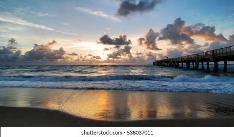 Sunrise at the Lake Worth Pier in Florida / Lake Worth Sunrise