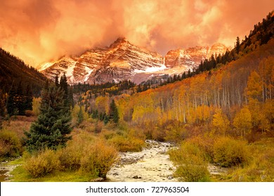 Sunrise at the Maroon Bells, Aspen, Colorado, USA.