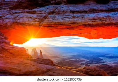 Sunrise at Mesa Arch, Utah-USA