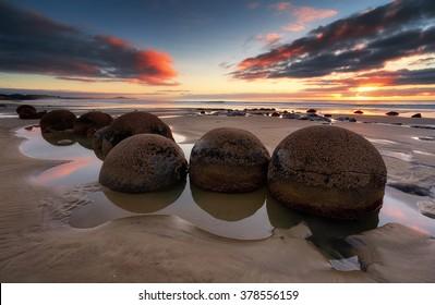 Sunrise in Moeraki Boulders, New Zealand