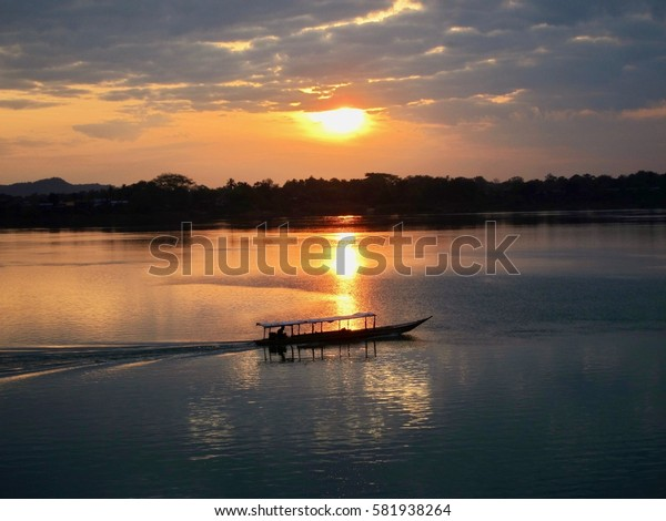 Sunrise on the Mekong River (4000 Islands, Don Khong, Laos)
