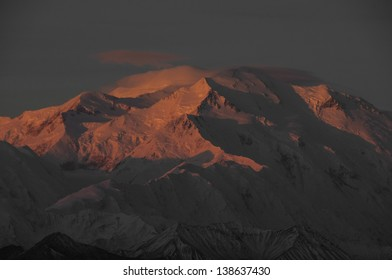 Sunrise on the summit of Mt McKinley, tallest mountain in North America and the Alaska Range. Denali National Park, Alaska