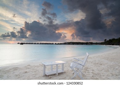 sunrise on tropical beach, malediven