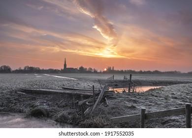 Sonnenaufgang am Wintertag