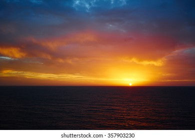 Sunrise over atlantic ocean / Sunrise in December on Gran Canaria / View from Playa del Ingles at early morning