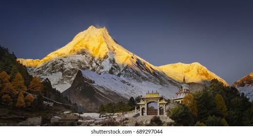Sunrise over Manaslu