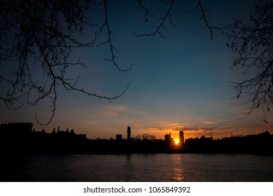 sunrise over the thames with a clear sky
