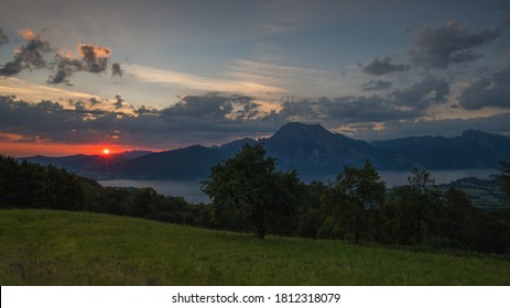 Sunrise over the Traunsee in the Salzkammergut