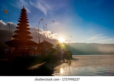 Sunrise over the Ulun Danu Temple, Beratan lake, Bedugul, Bali.