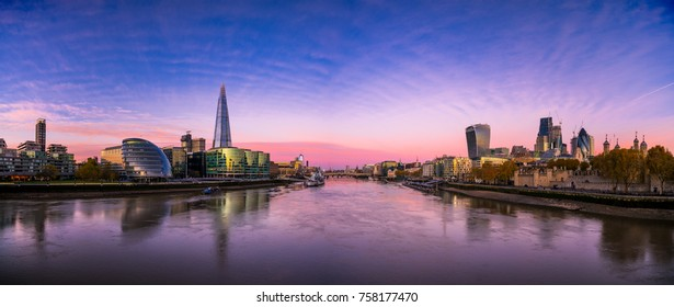 Sunrise panorama of Thames river in London