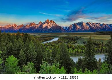 Lever de soleil de la rivière Snake Vue sur le Wyoming avec les Grand Tétons en arrière-plan.